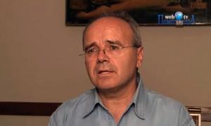 Ο καθηγητής Γλωσσολογίας Κώστας Ντίνας μιλά για την εξέλιξη της γλώσσας