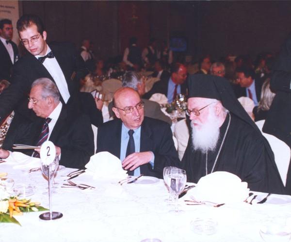 Μέσα από φακό του ο Αγγελόπουλος κοιτάζει τα πράγματα εν σιωπή