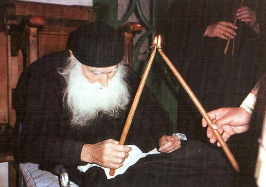 Στο Αγιολόγιο της Εκκλησίας από σήμερα ο Άγιος Εφραίμ Κατουνακιώτης |  Πεμπτουσία