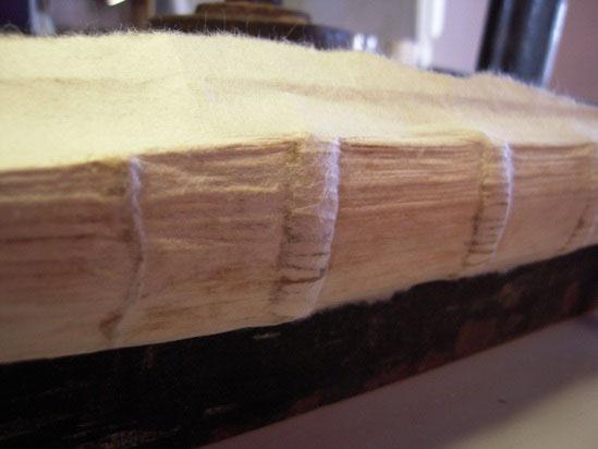 Εικόνα 8.  Τοποθέτηση ιαπωνικού χαρτιού στη ράχη.