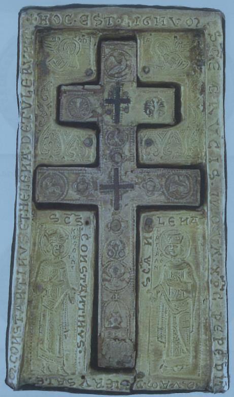 4. Σταυροθήκη τιμίου ξύλου, που φέρει εκατέρωθεν τις μορφές των Αγίων Κωνσταντίνου και Ελένης