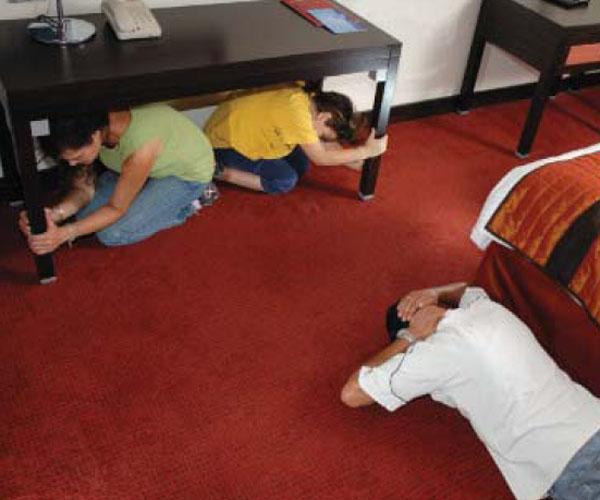 Κάτω ή δίπλα από το τραπέζι την ώρα του Σεισμού;