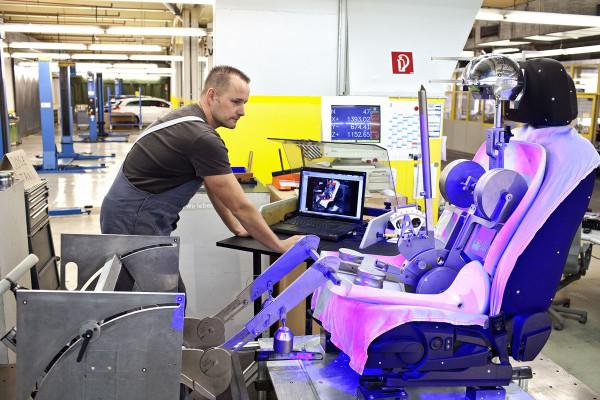 Opel-Ergonomic-Seats-01