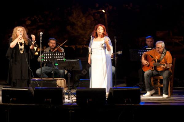Συναυλία αλληλεγγύης στο Θέατρο Πέτρας. Αποσπάσματα 1
