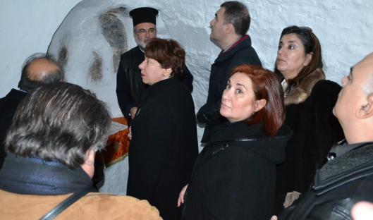 Ο Σεβασμιώτατος με τους επισκέπτες στον Ιερό Ναό της Οσίας Μελούς