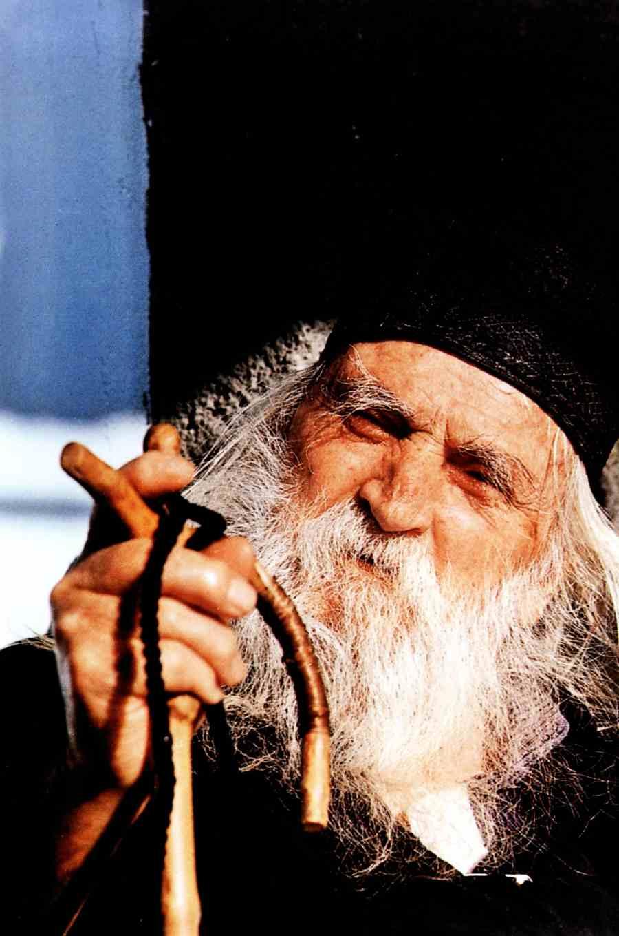 Ο Γέροντας Αβράμιος στη δύση του βίου του (φωτ. μοναχού Χαρίτωνος Καρουλιώτου). Πηγή φώτο: Μοναχού Χαρίτωνος – Monk Chariton, Ματιές στον Άθω – Images of Athos, Έκδοσις Γ΄, 2007