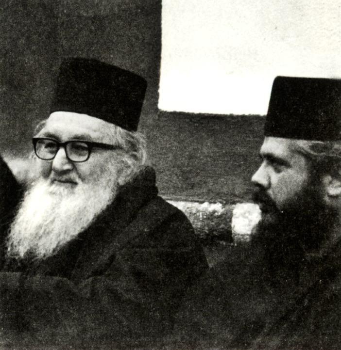 Ο υποτακτικός του Γέροντος Αρτεμίου παπα-Ιωακείμ με τον διακονητή του μ. Πέτρο Ιβηρίτη