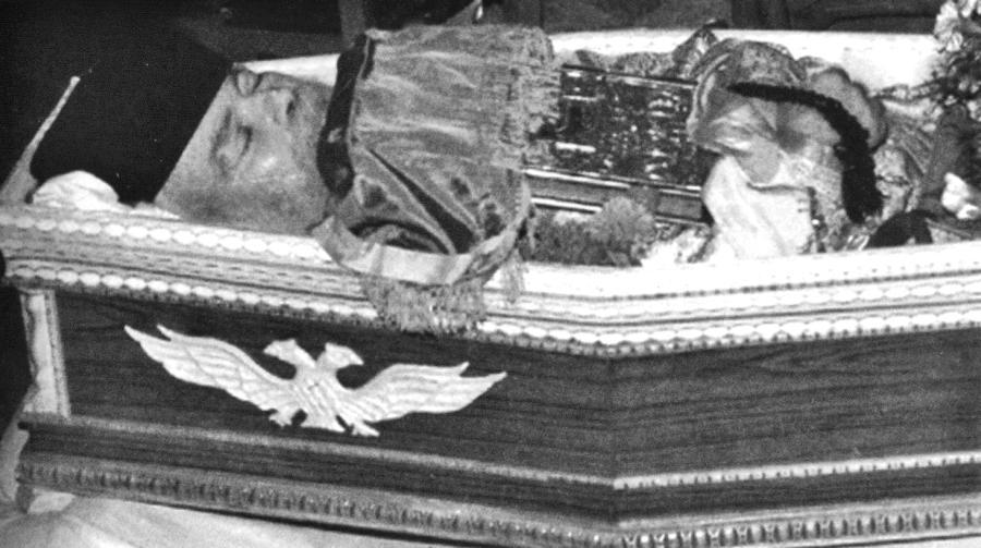 Το σκήνωμα του παπα-Νικοδήμου στην ιερά μονή Αγίας Ειρήνης Κρουσσώνος