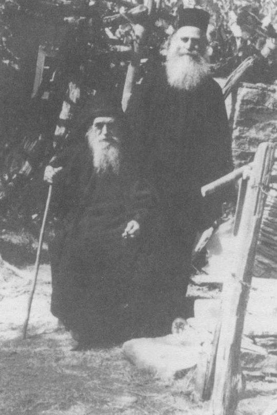 Ο γέροντας Γεδεών (καθήμενος) μετά  του υποτακτικού του ιερομονάχου Διονυσίου