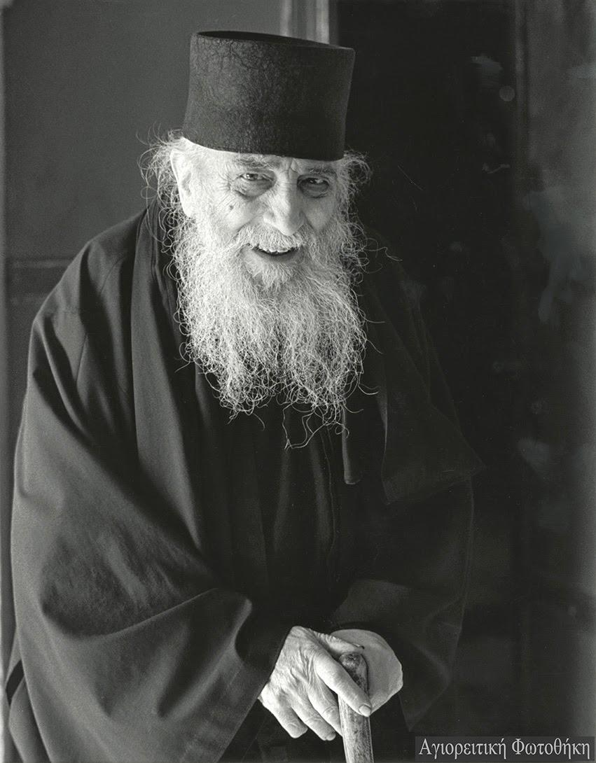 Σίμων ιερομόναχος Σιμωνοπετρίτης (1913-1998) (Φωτογραφία: Douglas Little) -Πηγή: http://athosprosopography.blogspot.gr/2014/11/blog-post_16.html