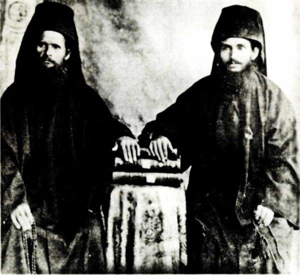 Οι ευλαβέστατοι Καυσοκαλυβίτες μοναχοί Αθανάσιος και Χαρίτων