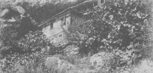 Το σπήλαιο του Αγίου Αθανασίου του Αθωνίτου (φωτ. π. 1905)