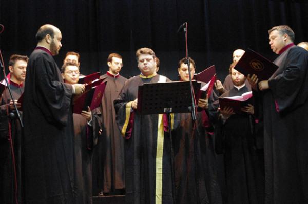 Οκτώηχο Δοξαστικό της Κοίμησης της Θεοτόκου (Θεσσαλονικείς Υμνωδοί -Βατοπαιδινός Χορός )
