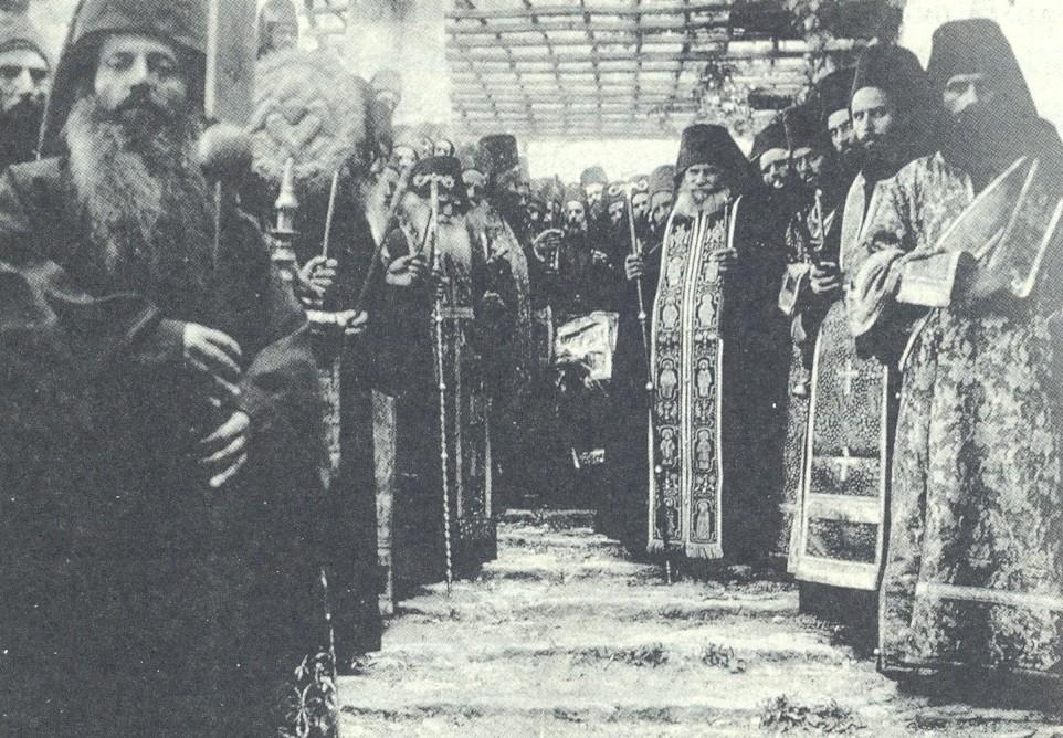 Η κηδεία του Γέροντος Συνεσίου Αγιοπαυλίτου ( φωτ.μοναχού Δανιήλ Νεοσκητιώτου,1931)