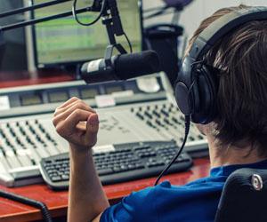 Η μεσημεριανή ενημέρωση στο ραδιόφωνο της Πεμπτουσίας