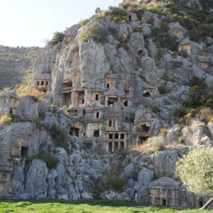 Εκκλησιαστικά και κοσμικά μνημεία στην Ανατολική Μεσόγειο