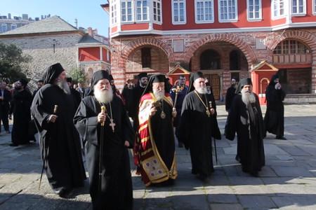 Υποδοχή Μητροπολίτου Κορίνθου Διονυσίου στην Ι.Μ.Μ. Βατοπαιδίου για την πανήγυρη της Παναγίας Παραμυθίας