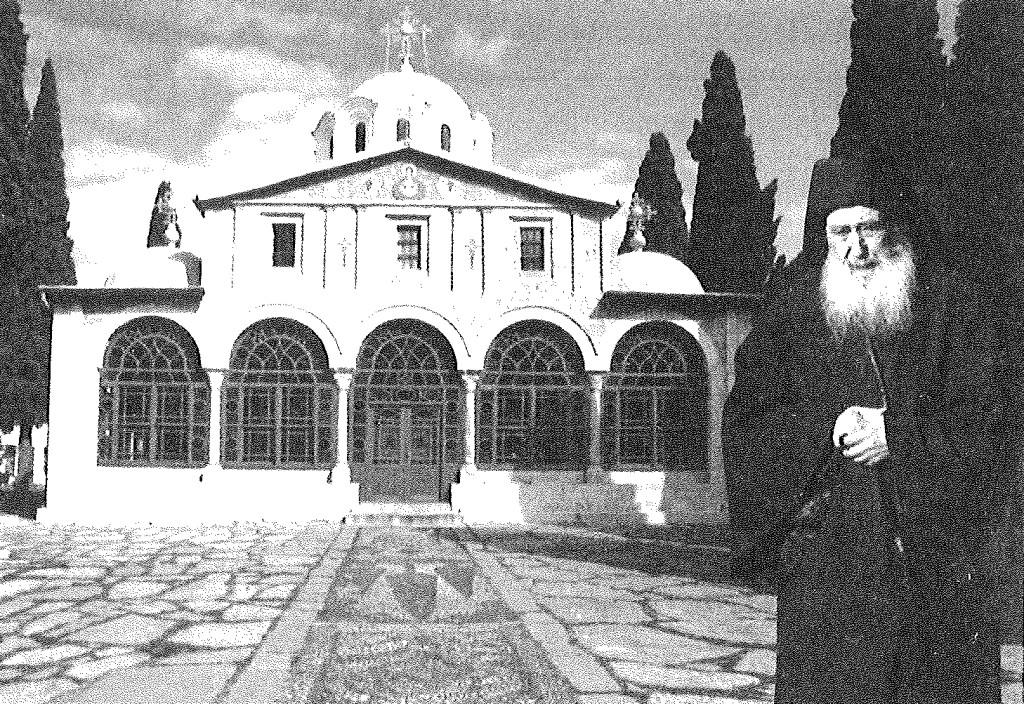 Το Κυριακό της σκήτης του Τιμίου Προδρόμου, με τον σημερινό Δικαίο Γέροντα Πετρώνιο