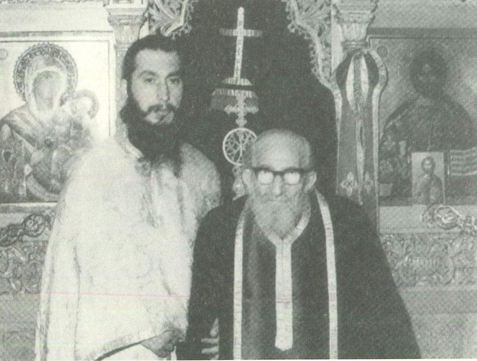 Ο ιερομόναχος Γεράσιμος με τον ιερομόναχο Ονούφριο Αγιαννανίτη.