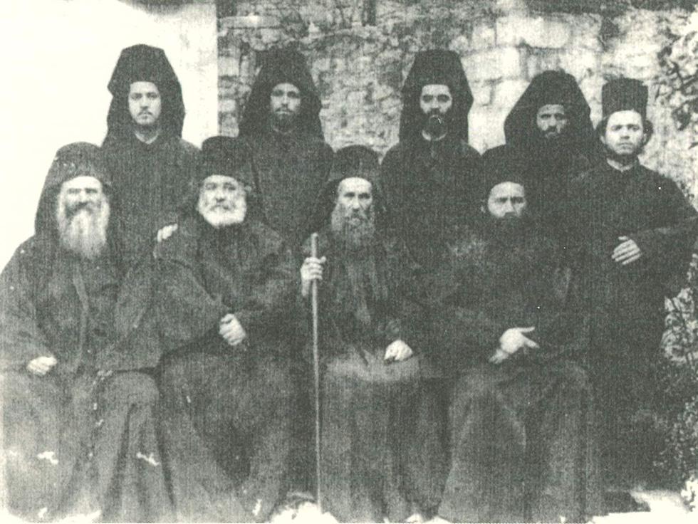Η αδελφότητα των Ιωασαφαίων, ο ιερομόναχος Ιωάσαφ είναι κάτω δεξιά