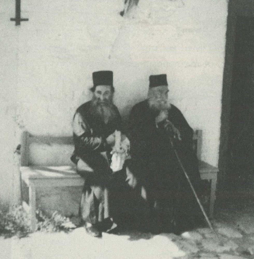 Οι συμπατριώτες Λαυριώτες πατέρες Εφραίμ (αριστερά) και Αββακούμ.