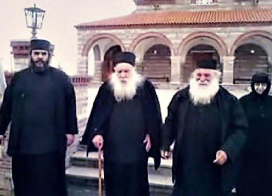 Με τον Γέροντα Φίλιππο Αβραμίδη και την Γερόντισσα Λυδία στην Ιερά Μονή Αγίου Παντελεήμονος στο Χρυσόκαστρο Ελευθερουπόλεως.