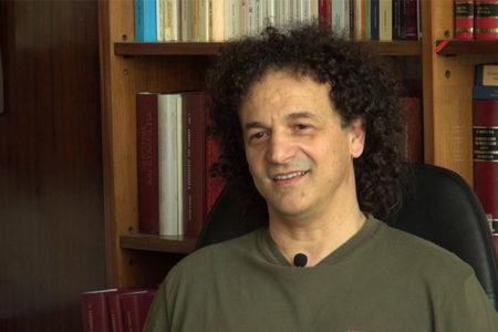 Ανδρέας Καρακότας: Ο τελευταίος τραγουδιστής του Μάνου Χατζιδάκι
