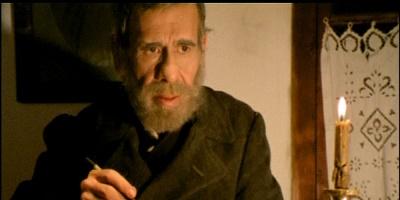 "O ηθοποιός Βασίλης Διαμαντόπουλος ως Αλέξανδρος Παπαδιαμάντης στο έργο του Γιάννη Σμαραγδή ""Καλή σου νύχτα κυρ Αλέξανδρε"""