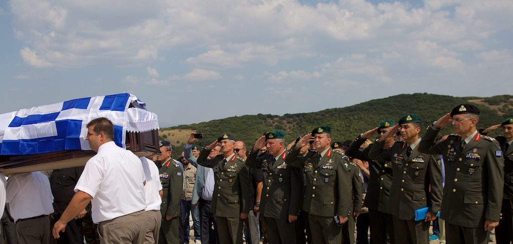 Το ύστατο χαίρε στον ήρωα της Κύπρου, το θρυλικό καταδρομέα Θανάση Ζαφειρίου