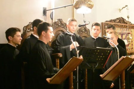 Η μελωδικότατη χορωδία των φοιτητών της Θεολογικής Σχολής της Ι. Α. Μπουζαίου και Βράντσεα