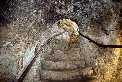 Τάφοι στην Αγία Γη και ο τάφος του αγίου Λαζάρου | Πεμπτουσία