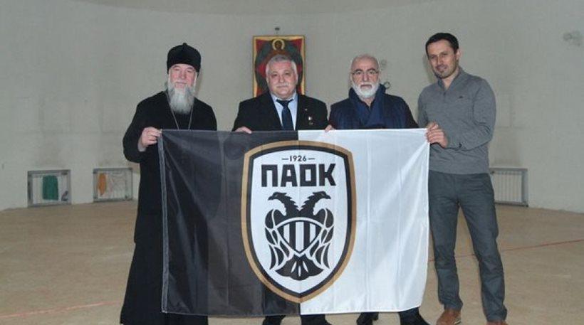 Από τη συνάντηση Ιβάν Σαββίδη - Φιοντόρ Γιουρτσίχιν στο Ροστόφ, όπου ο Πρόεδρος του ΠΑΟΚ του ζήτησε να μεταφέρει στο διάστημα μια σημαία ακόμα και μια λύρα