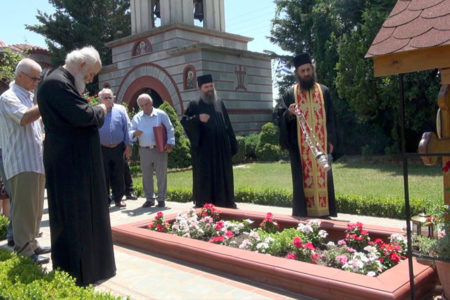 Επιμνημόσυνη δέηση στον τάφο του μακαριστού Μητροπολίτου κυρού Αυγουστίνου Καντιώτη (†2010)