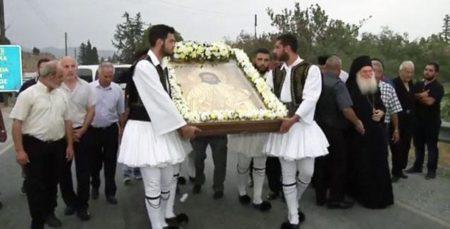 Πλήθος κόσμου στην Κύπρο για την εικόνα του Αγίου Αναστασίου