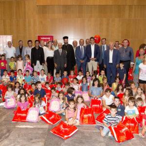 Επίδοση σχολικής τσάντας σε 300 πρωτάκια (Σύλλογος Πολυτέκνων Θεσσαλονίκης)