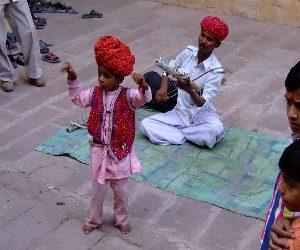 Δυσκολίες και αισιοδοξία στην καθημερινή ζωή των Ινδών