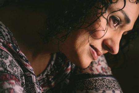 Καίτη Κουλλιά: «Τα τραγούδια γεννιούνται απ' το αγκάθι της ζωής»