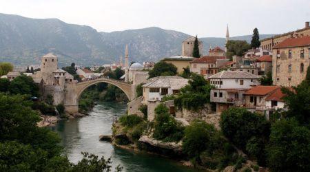 Του Κόσμου τα Γυρίσματα-Μόσταρ, η πόλη της Βοσνίας Ερζεγοβίνης, δίπλα στις όχθες του ποταμού Νερέτβα