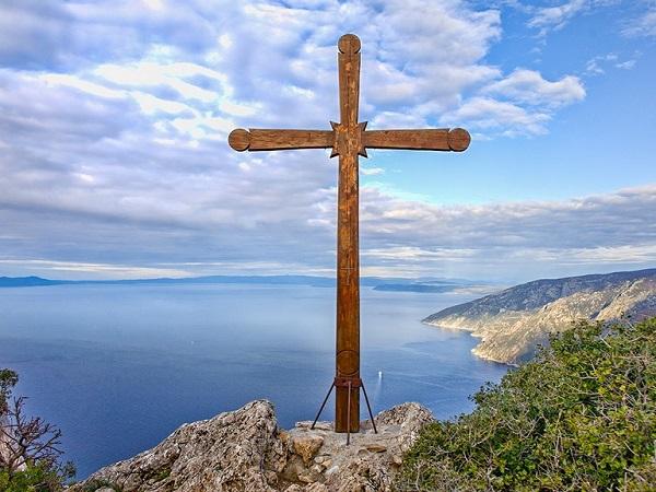 Ο Σταυρός του Κυρίου και η σημασία του στη ζωή του Χριστιανού | Πεμπτουσία