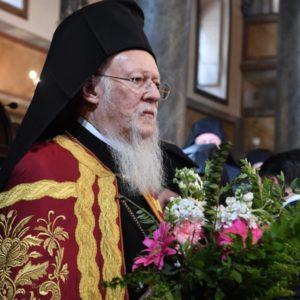 Πλήθος πιστών έλαβε τα βάγια από τα χέρια του Οικουμενικού Πατριάρχου