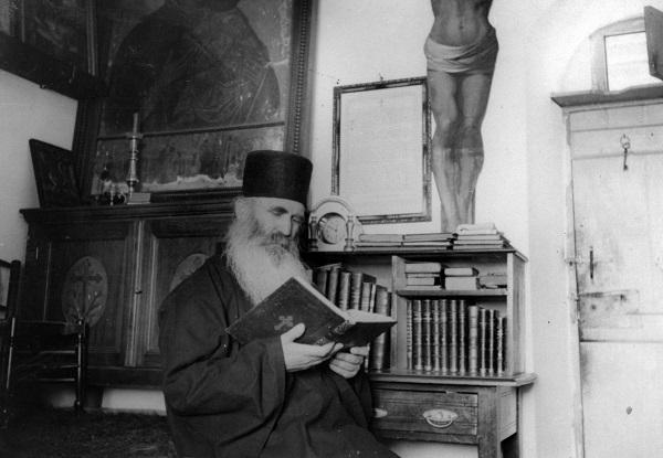 Ο άγιος γέροντας Φιλόθεος Ζερβάκος ως πνευματικός πατήρ και ανάδοχος ψυχών  | Πεμπτουσία