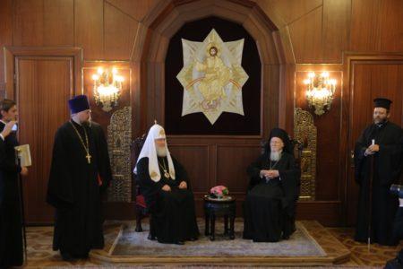 Ιστορικές στιγμές στη συνάντηση του Οικουμενικού Πατριάρχη με τον Πατριάρχη Μόσχας στο Φανάρι
