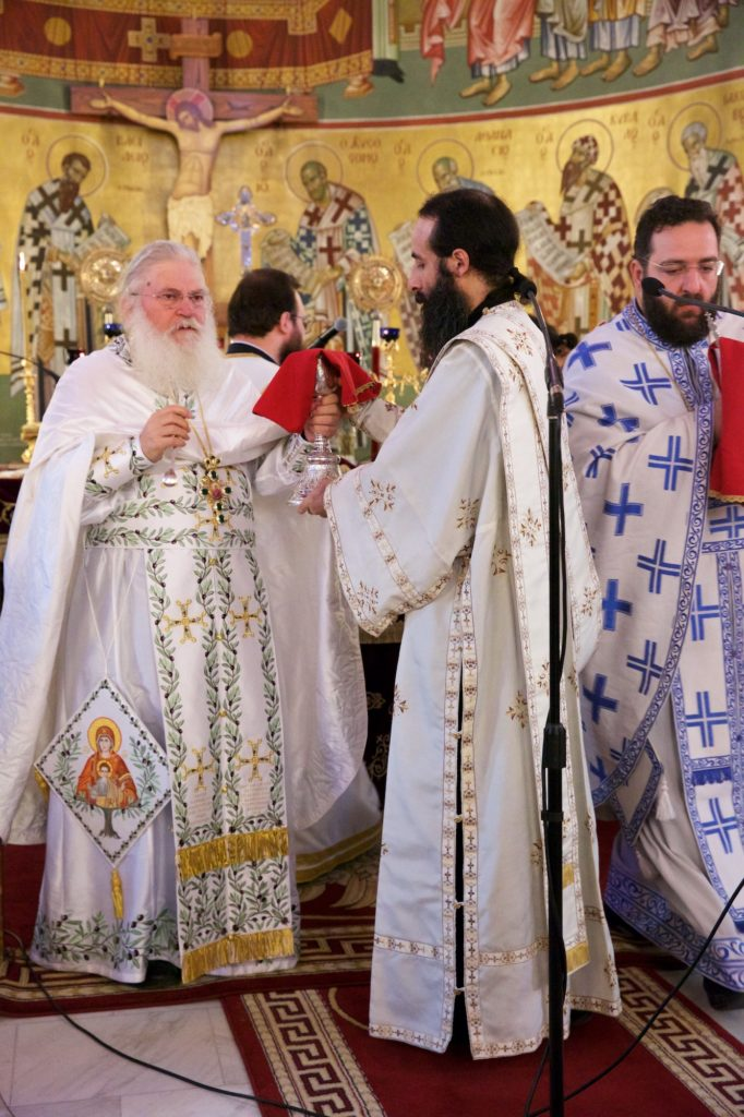 Θεία Λειτουργία με τον Γέροντα Εφραίμ Βατοπαιδινό ενώπιον της Αγίας Ζώνης στον Εύοσμο Θεσσαλονίκης