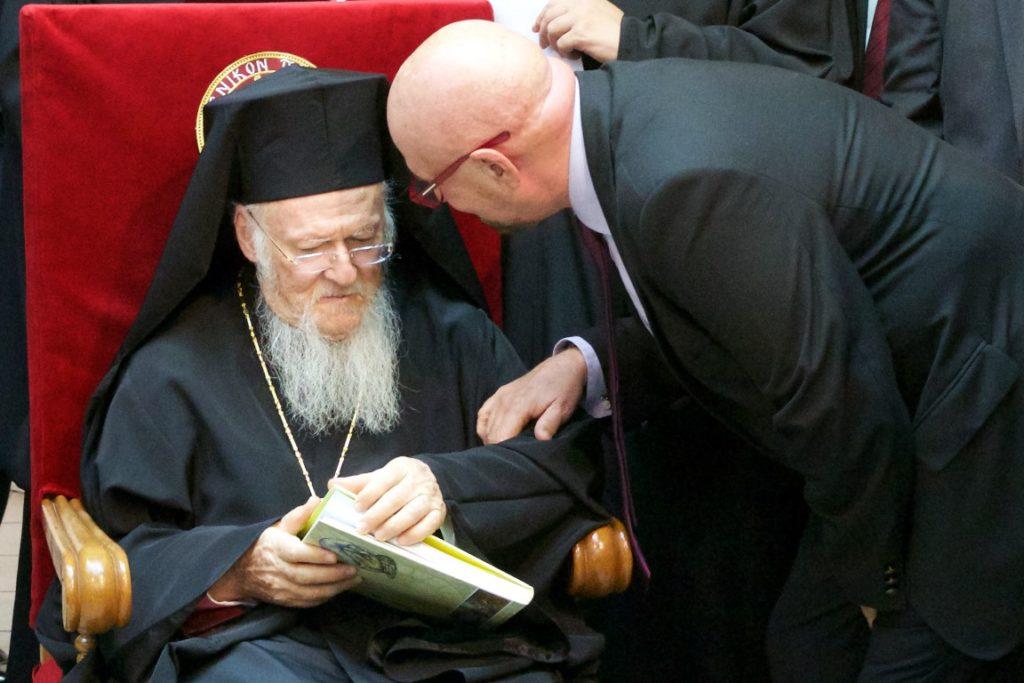 Ο Οικουμενικός Πατριάρχης στη Διαπολιτισμική εικαστική έκθεση «TURKCELL – Η Τέχνη στην Επικοινωνία»