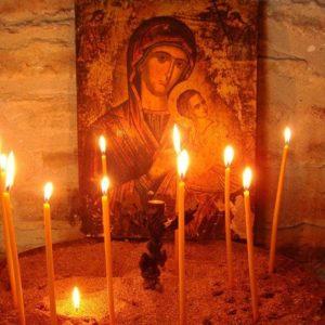 Γιατί ανάβουμε κεριά στην εκκλησία;