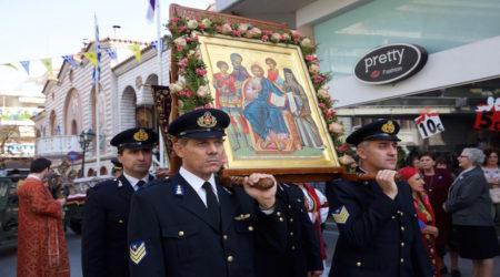 Λιτάνευση των ιερών λειψάνων των τριών Νεαπολιτών Αγίων με πάνδημη συμμετοχή του λαού