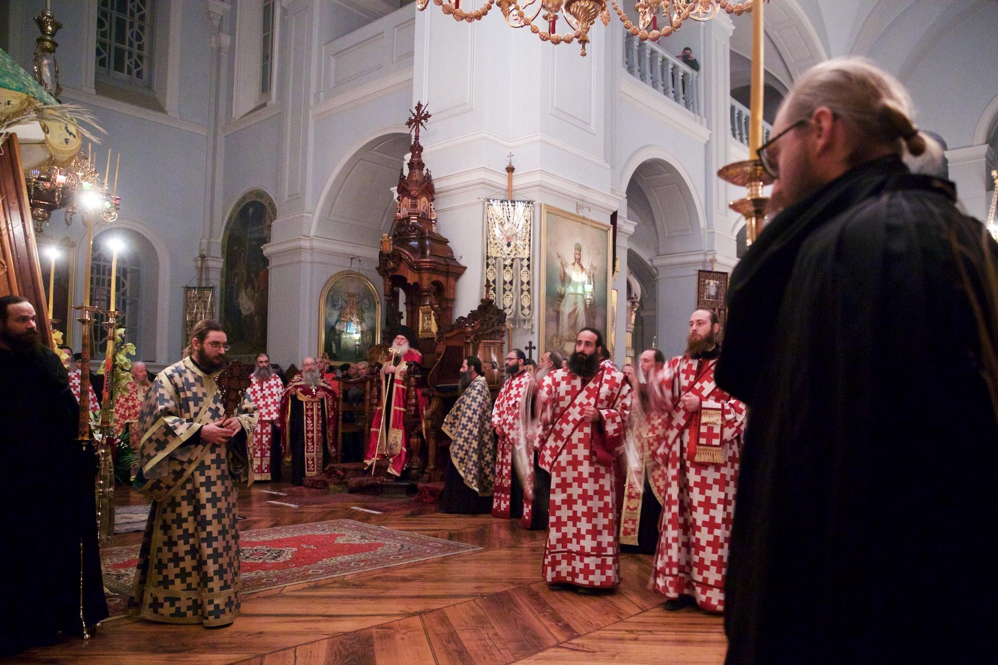 Ο Εσπερινός αποτελεί την απογευματινή ακολουθία του ημερονυκτίου  προγράμματος της Θείας Λατρείας. Στις μεγάλες Δεσποτικές και Θεομητορικές  εορτές καθώς και ... 323bab250b3