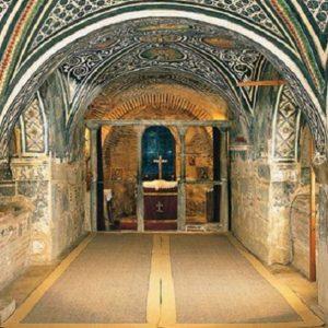 Οι δίδυμες Κρύπτες της Αγίας Βαρβάρας στη Βοιωτία
