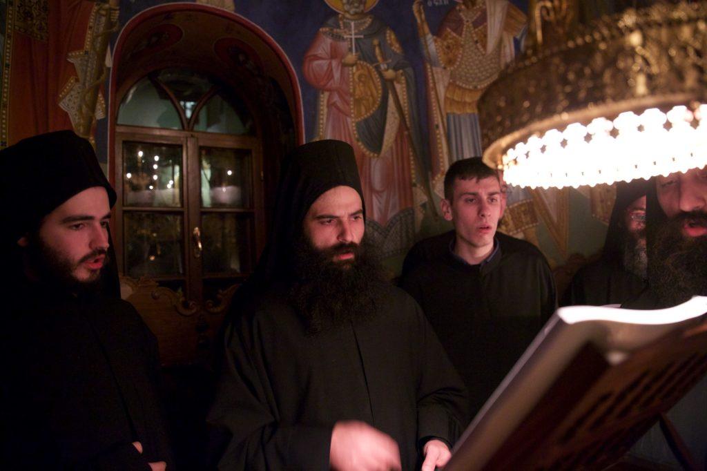 Μέγας αρχιερατικός εσπερινός στο επιβλητικό μοναστήρι του Άθωνα, τη Σιμωνόπετρα