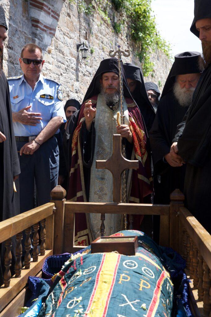 Ιερά Μονή Δοχειαρίου. Εις Μνήμη του Μακαριστού πατρός Απολλώ, Οικονόμου της Μονής.